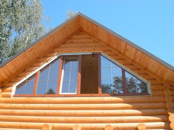 Крыши дома двумя окнами